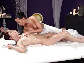 Anna Rose & Wanessa Cooper In Czech Femmes Slow Sensuous Oily Hump - Massagerooms