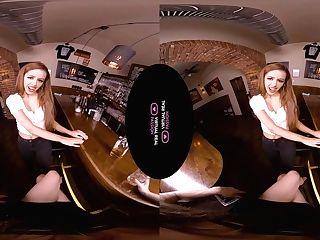 Amirah Adara & Vanna Bardot In It's On The Mansion - Virtualrealpassion
