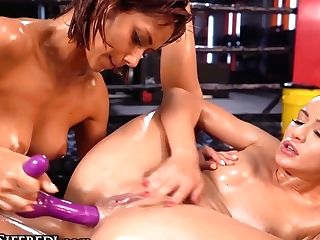Squirting Romp Battle At The Gym - Cherry Smooch, Veronica Leal And Rocco Siffredi