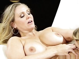 Teenager Beauty Pussylicks Buxomy Cougar Stepmom