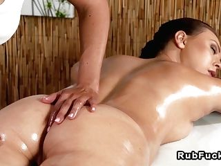 Cock-squeezing Dark Haired Stunner Gets Rubdown