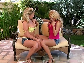 Voluptuous Lesbos Ainsley Addison & Nicole Graves Gonna Eat Tastey Cunts