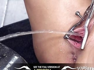 Vipissy - Paulina Treats Her Maid To Some All Girl Piss Have Fun