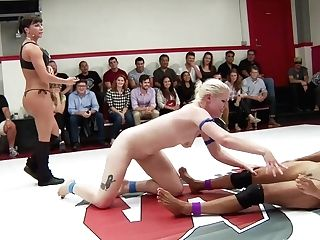 Team Wrangler Vs. Team Queen - Publicdisgrace
